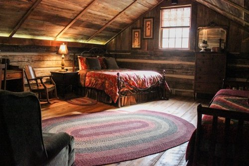 The Stone Cabin Inn Bed & Breakfast at Dull's Tree Farm & Pumpkin